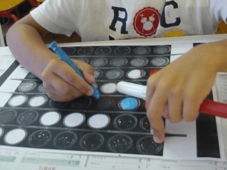 Enfants interprétant l'oeuvre 3